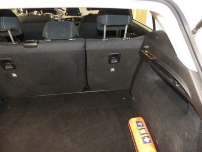 Luggage space cover Missing