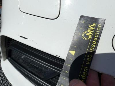 Front bumper Scratch(es)