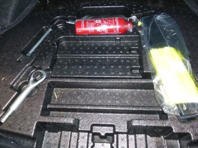 Kit réparation pneu Incomplet