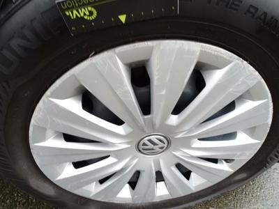 Wheel cover F R Scratch(es)
