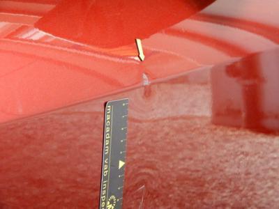 Porte AVD Dent(s) and scratch(es)