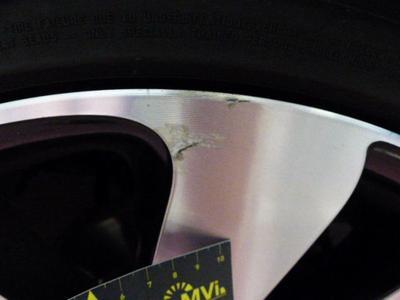 Alloy rim F R polished Scratch(es)