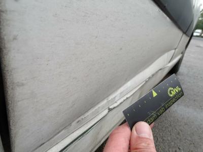 Sliding door R Dent(s) and scratch(es)