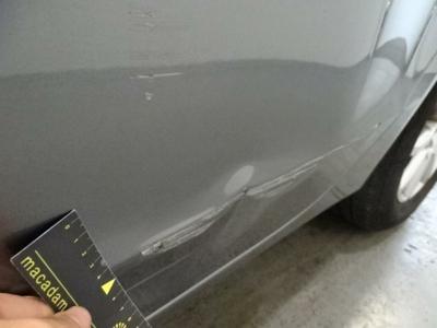 Porte ARG Dent(s) and scratch(es)
