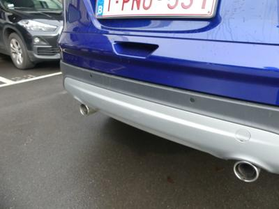 Bumper trim R Scratch(es)