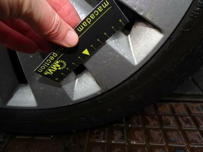 Wheel cover F R Scratch(es)
