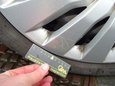 Wheel cover F L Scratch(es)